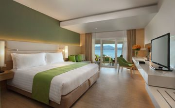 The contemporary Thai style Deluxe Room.